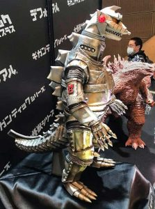 Gigantic Series Mechagodzilla 1974 vinyl figure by X-Plus on display at Winter Wonder Festival in Japan.