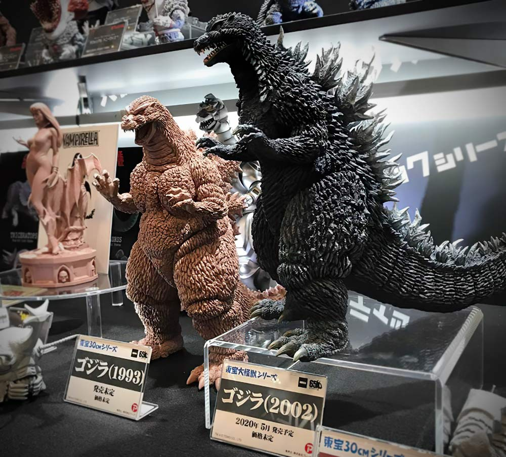 X-Plus 30cm Series Godzilla 1993 and 25cm Godzilla 2002 on display at Winter Wonder Festival in Japan.